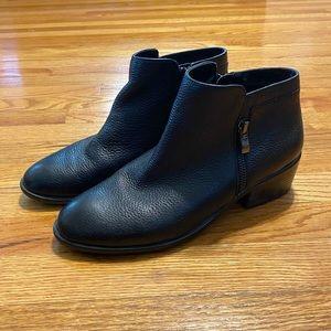 Aerosoles Heelrest black booties